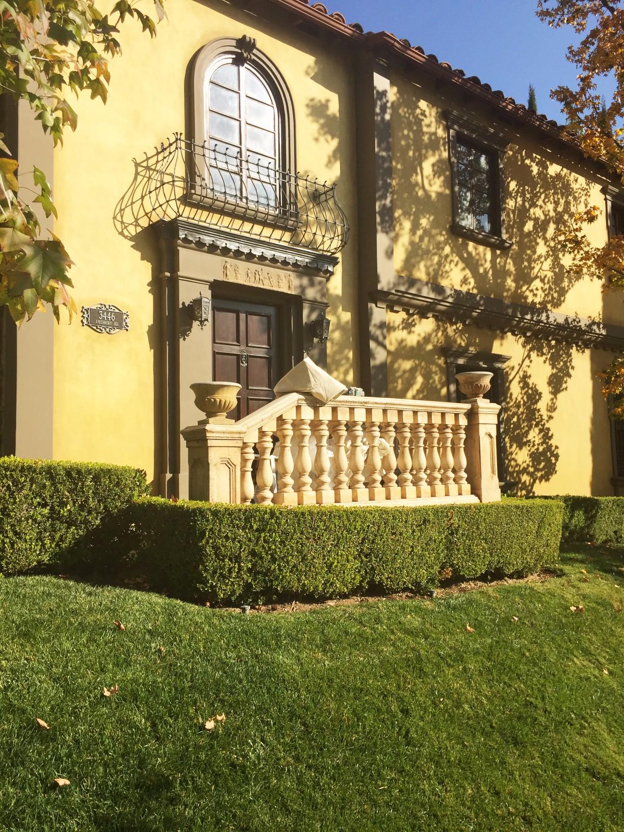 Los Angeles Exterior House Painter - LARoyalArt.com